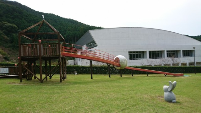 竜宮公園 赤いローラー滑り台