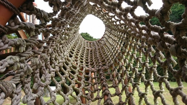 網のトンネル