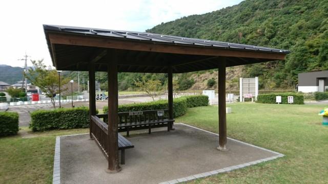 竜宮公園 屋根付き 休憩所